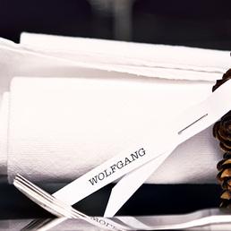 Serviettenringe aus Kiefernzapfen