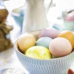Décorer ses œufs grâce à la technique des serviettes