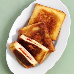 Pikant gefüllter Toast