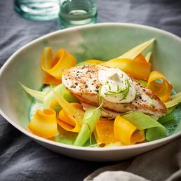 Curry-Schnitzel auf Gemüse-Locken