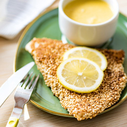 Truthahn-Quinoa-Schnitzel mit Curry-Sauce