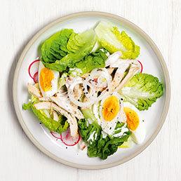 Lattichsalat mit Ei und Bratpoulet