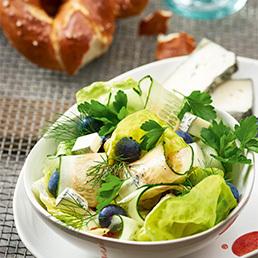 Salade aux  concombres et aux petits fruits
