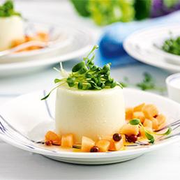 Kresse-Panna-cotta mit  Melonensalat