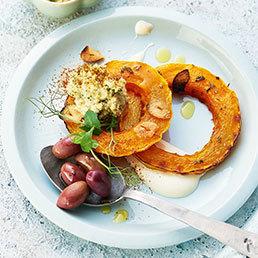 Kräuter-Hummus auf Ofenkürbis