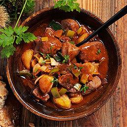 Wild-Gulasch-Suppe mit Marroni und Lauch