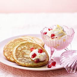 Matcha-Pancakes mit Zitronenquark