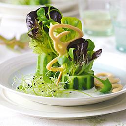 Salat-Bouquet auf Vanillespiegel