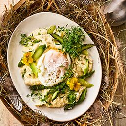 Spargel-Griess mit pochiertem Ei