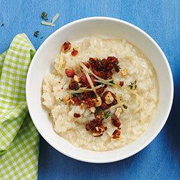 Blumenkohl-Risotto mit Speck-Tomaten-Crunch