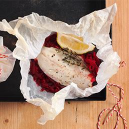 Forellenfilet mit Sauerkraut im Backpapier