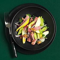 Salade au jambon de campagne, céleri-branche et  poires