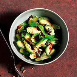 Rosenkohlsalat mit Johannisbeersauce