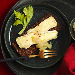 Warmer Brie Suisse mit Birnen-Confit