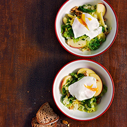 Wirz-Apfelsalat mit pochiertem Ei