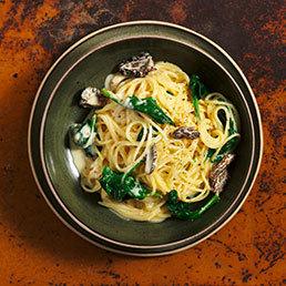 Spaghetti mit frischen Morcheln, Rahm und Senf