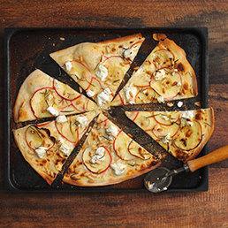 Tarte flambée à la pomme et au fromage de chèvre