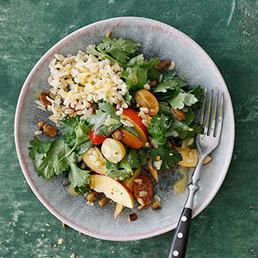Salade de persil aux pêches et au blé