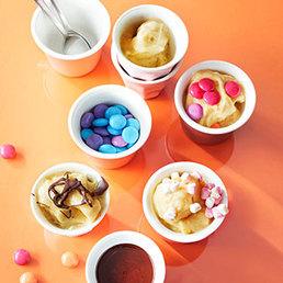 Nice-Cream mit verschiedenen Toppings
