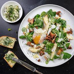 Nüsslisalat mit Onsen-Ei und Eierschwämmli