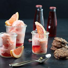 Pink-Grapefruit- Sanbittèr- Sorbet mit Choco-Cookies