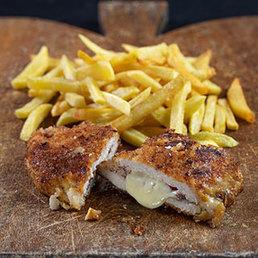 Cordon bleu mit Birnen und Pommes Frites