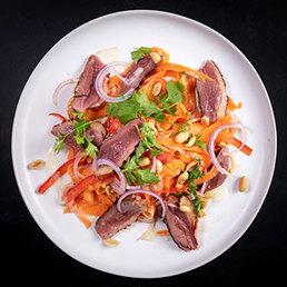 Rüebli-Papaya Salat mit Entenbrust sous-vide