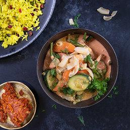 Safranreis mit Berberitzen und Pistazien an selbstgemachten Gemüse-Curry