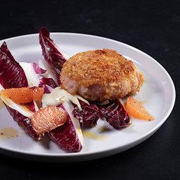 Bittersalate mit paniertem Ziegenkäse (le petolet fromage de chèvre BIO) und Bratspeck
