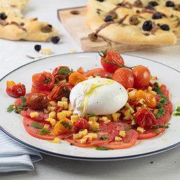 Tomatenvariation mit Basilikumpesto und Focaccia