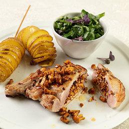 Kalbskotelett gefüllt mit Eierschwämmli, Spiralkartoffeln und Mangold