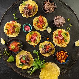 Tacos mit Ochsenschwanzfüllung ud Bohnenpüree