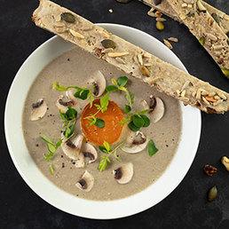 Champignon Cremesuppe mit Gewürztraminergelée