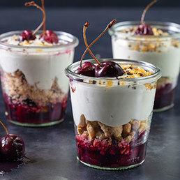 Trifle aux cerises, shortbread aux pistaches avec Cerises confites