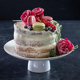 Naked Cake mit frischen Süssholz Macarons