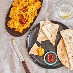 Pikanter Kürbis-Dip mit Tortillas-Bites