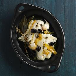 Konfiertes Zanderfilet mit Kräutern und Oliven