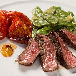 Rindshuftsteak mit konfierten Tomaten und Estragon-Kefen
