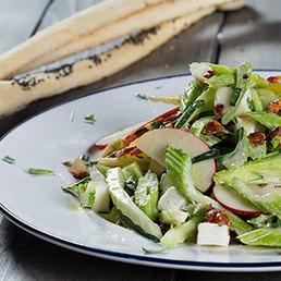 Stangensellerie-Taleggio Salat