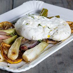 Zwiebeln mit Burrata