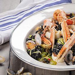 Pasta mit Meeresfrüchten und Zucchini