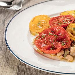 Bohnensalat mit gegrillten Tomaten