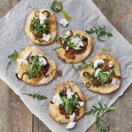 Mini-Pizzas mit caramelisierten Zwiebeln