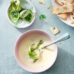 Soupe glacée d'asperges aux crackers