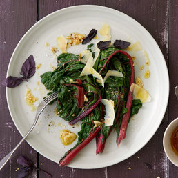 Salade de côtes de bettes et vinaigrette au sésame
