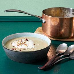 Soupe de pommes  de terre aux noisettes  et au raifort