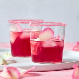 Wodka Cranberry mit  Rosenblättern