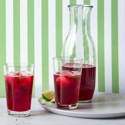 Agua de Jamaica mit Rum