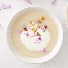 Soupe de céleri aux fleurs d'ail