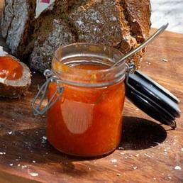 Aprikosen-Konfitüre mit Rosmarin